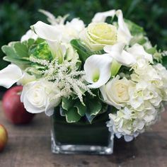 Rustic Green And White Flower Arrangements Design Ideas 01 interior White Wedding Flowers, Flower Bouquet Wedding, Floral Wedding, Green Wedding, White Flowers Bouquet, Lavender Bouquet, Hand Bouquet, Flower Bouquets, Gold Wedding