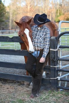 Me at a photo shoot with a friends horse b/c i was in ATL and my horses are in KY but this one looks j/s like my horse