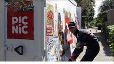Online supermarkt Picnic heeft supermarkt Jumbo op de hak genomen. In een filmpje dat vandaag op de Facebookpagina van Picnic is verschenen, bezorgt een look-a-like van autocoureurMax Verstappen boodschappen. De echte Max Verstappen beraadt zich op juridische stappen