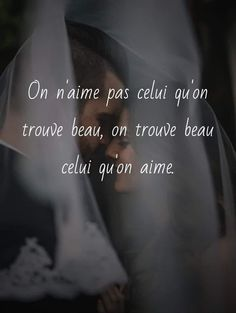 On n'aime pas celui qu'on trouve beau, on trouve beau celui qu'on aime. Anniversary Quotes, Wise Quotes, Inspirational Quotes, Language Quotes, Romantic Love Quotes, Live Love, Good Vibes Only, Positive Attitude, True Words