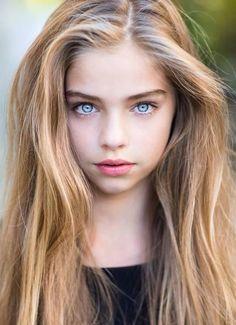 Definitivamente tenía que traer a esta belleza al blog no podía faltar otra de las chiquillas que con su encanto y belleza enamoran a cualq...