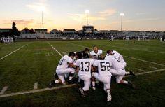 США: несмотря на запрет, школьники стали молиться на поле