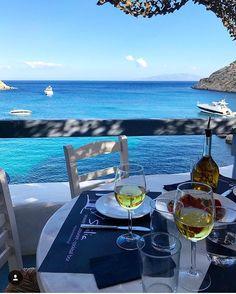 Bom dia finde! Desejo de sábado: acordar em Mykonos como meu amigo @carioca_nomundo que está fazendo uma viagem deslumbrante pela Grécia e me matando de inveja! E você queria acordar onde hoje?  #greece #mykonos #luxo #luxury #landscape #saturdays