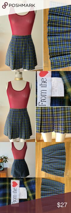 VINTAGE 1990s Plaid Pleated MINI SKIRT schoolgirl TRUE VINTAGE from the mid nineties, size 9, cute sexy GRUNGE alternative SCHOOLGIRL plaid mini skirt! Pleated front and A-line back with hidden zipper. Designed to sit at the true waist. Flippy schoolgirl pleats and cute short length!  Wear it with thigh-high tights and a velvet choker now, and a crop top and pig-tails later! Hello Brittany!! Vintage size 9 fits like a modern size 7-8-9 Perfect condition. Vintage Skirts Mini
