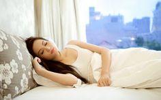 Beberapa pakar kecantikan merekomendasikan pemakaian handbody lotion untuk dijadikan rutinitas atau kebiasaan karena manfaatnya yang b...