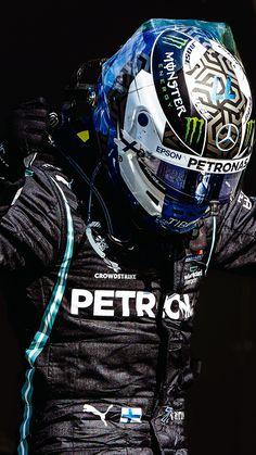 Racing Helmets, F1 Racing, Mercedes Petronas, Mercedes Wallpaper, Manchester United Wallpaper, Valtteri Bottas, Formula 1 Car, F1 Drivers, Lewis Hamilton