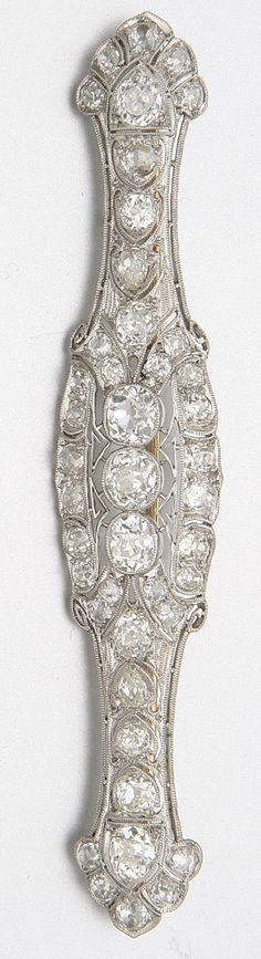 PLATINUM AND DIAMOND BROOCH, LAMBERT BROS., CIRCA 1915