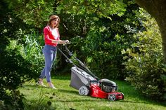 There is still time to carefully cut the grass if you want to have an easily maintained and even lawn. Eco Garden, Green Garden, Altamont Gardens, Lawn Fertilizer, Cut Above The Rest, Lawn Edging, Growing Seeds, Types Of Soil, Grass