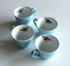 Queen bee coffee cups by     yvonneellen on Etsy. So adorable.