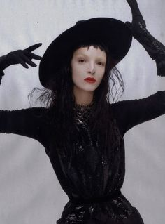 Mariacarla Boscono wears Maison Martin Margiela by Steven Meisel for Vogue Italia October 2010 Witch Fashion, Dark Fashion, Gothic Fashion, Women's Fashion, Dark Photography, Fashion Photography, Maria Carla, Teen Witch, Victorian Goth
