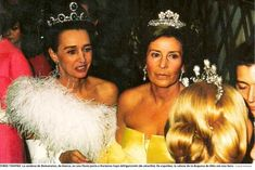 The reverse side of the pearl tiara seen on Cayetana, with her back to the camera far right, along with the Countess of Romanones, with the emerald tiara on the left and Marianne Sayn-Wittgenstein in the middle wearing a diamond floral tiara