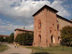 Castello Visconteo Sforzesco diVigevano - Italia. 45°19′00″N 8°52′00″E Templi, Palace, Adventure Awaits, Villa, Rook, Turismo, Mansion, Palaces, Villas