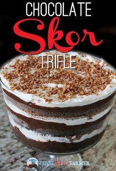 Skor Trifle Chocolate Skor Trifle - a Denomey Christmas tradition!Chocolate Skor Trifle - a Denomey Christmas tradition! Brownie Trifle, Chocolate Trifle Desserts, Köstliche Desserts, Chocolate Flavors, Delicious Desserts, Dessert Recipes, Chef Recipes, Plated Desserts, Cheesecake Deserts