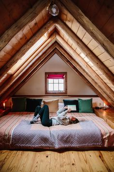 40 Beautiful Attic Bedroom Design and Decorating IdeasYou can find Rustic bedroom and more on our Beautiful Attic Bedroom Design and Decorating Ideas Attic Bedroom Designs, Attic Bedrooms, Attic Design, Bedroom Ideas, Huge Bedrooms, A Frame Bedroom, Guest Bedrooms, Interior Design, Log Cabin Bedrooms