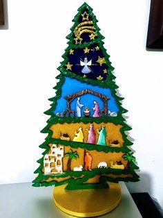 Árbol pesebre Christmas Nativity Scene, Mini Christmas Tree, Holiday Tree, Christmas 2019, Christmas Tree Ornaments, Christmas Crafts, Christmas Decorations, Joseph Crafts, Jesus Mary And Joseph