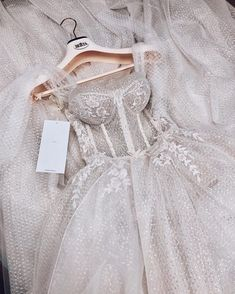 Wedding Ideas - Number one for real weddings and fabulous planning ideas for bride, wedding dresses, bridesmaids, wedding cakes and much Grad Dresses, Ball Dresses, Bridal Dresses, Ball Gowns, Flower Girl Dresses, Dresses Elegant, Pretty Dresses, Beautiful Dresses, Formal Dresses