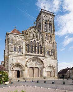 Romanesque Architecture / Vézelay Abbey (1120.85), France.
