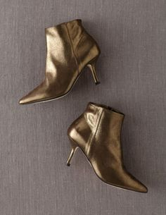 This year the shoe trend for evening wear and party goers is wild and crazy! From fur trim sandals to wooden block heels, you won& go unnoticed. Here you will find the best selection of evening an. Pointed Ankle Boots, Evening Shoes, Professional Women, Boots For Sale, Party Shoes, Chic Outfits, Spring Outfits, Beautiful Shoes, Me Too Shoes