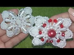 Como fazer laço e trama de pérolas NINA-Chinelo bordado- Gleicy Kelly Barbosa - YouTube Beaded Jewelry, Beaded Bracelets, Jewellery, Polymer Clay Flowers, Beading Tutorials, Diy Tutorial, Headbands, Embellishments, Diy And Crafts