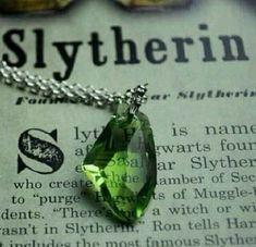 Imagen de Harry Potter, Hogwarts y Slytherin / Bijoux Harry Potter, Magia Harry Potter, Slytherin Harry Potter, Slytherin House, Slytherin Pride, Harry Potter Houses, Hogwarts Houses, Ravenclaw, Slytherin Quotes