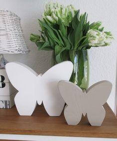Schöne Deko für Frühling und Sommer: Schmetterling aus Holz, in verschiedenen Farben erhältlich, je nach Wunsch in apfelgrün, flieder, gelb etc. Es handelt sich bei diesem Verkauf um den großen...