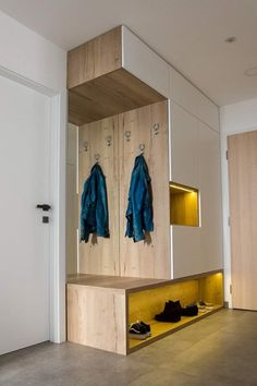 Ako zariadiť predsieň tak, aby bola praktická a štýlová zároveň Bedroom Cupboard Designs, Bedroom Closet Design, Home Room Design, Home Interior Design, House Design, Hall Furniture, Furniture Design, Minimalist Small Bathrooms, Home Entrance Decor