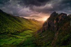 Góry, Dolina, Lasy, Ciemne, Chmury, Wschód Słońca