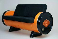 sofá de barril metálico
