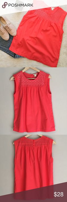 J.Crew Sleeveless Blouse J.Crew sleeveless blouse. Size 6. Small stain on front of blouse. See picture above, it looks like a small pen stain. Not extremely noticeable. This top is double layered.  Very adorable! ❌Trades❌Modeling ❌ No off Poshmark transactions ❤️ Bundle and save 📬 Fast shipper ❤️ I love reasonable offers J. Crew Tops Blouses