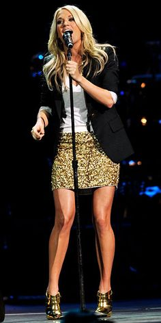 Who made Carrie Underwood's gold boots and gold sequin skirt that she wore to Nashville Rising: A Benefit Concert for Flood Relief on June Shoes – Christian Louboutin Shirt – Alice+Olivia Sequin Mini Gold Sequin Skirt, Gold Sequins, Gold Glitter, Sparkly Skirt, Sequin Outfit, Vogue, Mode Chic, Love Her Style, Carrie Underwood