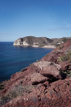 Santorini in winter: visiting the Red Beach - One Quarter Greek Red Beach Santorini, Santorini Greece, Beach Aesthetic, Travel Aesthetic, Archaeological Site, Most Visited, Weekend Getaways, Travel Ideas, Travel Destinations
