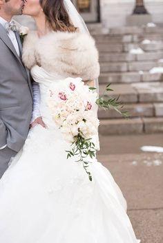 Winter Wedding Fur, Winter Wedding Bridesmaids, Winter Bride, Winter Wonderland Wedding, Christmas Wedding, Vintage Fur, Vintage Bridal, Winter Wedding Inspiration, Wedding Photography Poses