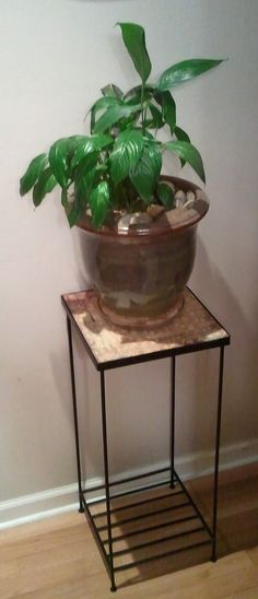 DIY Vintage Chic: A quick and easy update to an old plant stand
