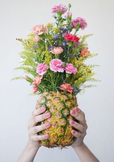 Not a fan of those spiky pineapple leaves? Chop them off and carve out the fruit of your pineapples. Then put your floral centerpieces directly into that lovely table.