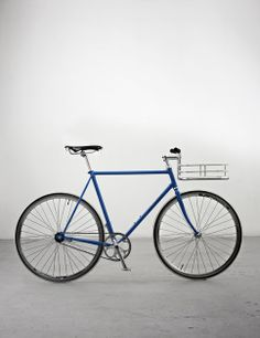 Bike Porter from Copenhagan Parts: This minimal bike basket looks just right for a minimal fixie