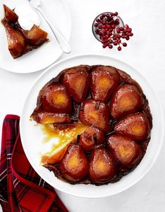 A traditional tarte tatin uses apples and a classic pastry crust, but this pear tarte tatin recipe uses pears and flaky puff pastry for a beautiful effect. Easy Tart Recipes, Pear Recipes, Fruit Recipes, Sweet Recipes, Dessert Recipes, Cooking Recipes, Yummy Recipes, Pear Tarte Tatin, Desserts With Biscuits