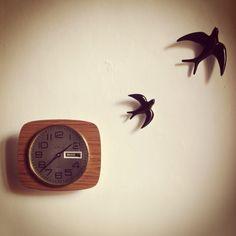 Reloj de formica Kiple y golondrinas de cerámica