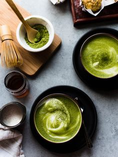 How much matcha tea per day can you drink? How much matcha is too much? Best Matcha Tea, Matcha Green Tea Latte, Matcha Green Tea Smoothie, Matcha Tea Benefits, Matcha Tee, Green Tea Recipes, Green Tea Powder, Latte Recipe, Healthy Drinks