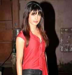 Priyanka Chopra's Mary Kom film to have an English versionThe biopic will be presented in an international styleIt looks like Priyanka Chopra's Mary Kom role is no more just a desi act. In the light of the amazing global response to the Milkha Singh biopic Bhaag Milkha Bhaag, boxer Mary Kom's saga i