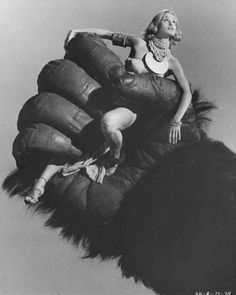 KING KONG - Jessica Lane in the palm of the great ape - Directed by John Guillermin - Paramount - Publicity Still.