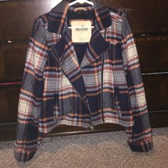 Hollister plaid coat. Very good condition. Made of wool, so it's really warm.. And super cute :) my sister was the previous owner and it was hardly worn and she took great care of it. Hollister Jackets & Coats