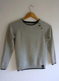 À vendre sur #vintedfrance ! http://www.vinted.fr/mode-enfants/pulls-et-sweats/25855807-pull-enfant-garcon-coton-cachemire-gris-clair-noir-cyrillus-8-ans