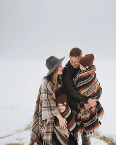 Funny Family Photos With Older Kids & Funny Family Photos - Holiday Snow Family Pictures, Adult Family Photos, Funny Family Photos, Family Photos What To Wear, Winter Family Photos, Large Family Photos, Outdoor Family Photos, Family Picture Poses, Holiday Photos