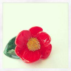 椿のプラバンピンバッジ(白プラバン、レジン、マーカー、金具のみ) #shrinkplastic #shrinkydinks #camellia #プラバン #プラ板