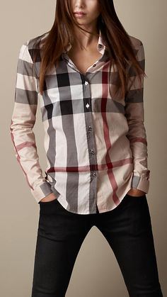 Explore all women's clothing from Burberry including dresses, tailoring, casual separates and more in both seasonal and runway designs Camisa Burberry, Burberry Outfit, Look Fashion, Autumn Fashion, Fashion Outfits, Womens Fashion, Classy Fashion, Burberry Women, Burberry Brit