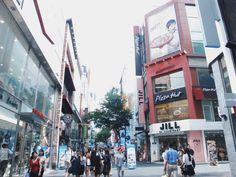 To anyone who is on the fence about whether to travel to Seoul, Korea, here is a visual diary of my trip to the beautiful country. Click through to read more or re-pin and save for later!