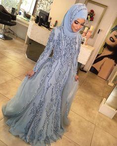 """La Perle on Instagram: """"Güzeller güzelı Seyda ıçın özel tasarladığımız, kına elbısesınde muhtesemmm gözuküyor💎💎😍😘 o güzel yüzün hep gülsün güzel kız❤️❤️ #bride #bridal #weddingdresses #luxurywedding #couturewedding #wedding #dügün #dantel #gelin #gelinlik #lace #abiye #bruiloft #bruidsjurk #galajurk #handmade #custommade #arabweddings #abudhabi #kuwait #doha #dubai #belcika #almanya #hollanda #laperless"""""""