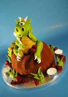"little Dragon - bundt cake with fondant dragon. Made for the dutch cake magazin ""Mjam Taart""."