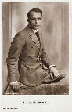 Ernst Hofmann 1919-1924 postcard by Ross Verlag, Berlin, no. 273/1 / Photo: Becker & Maass