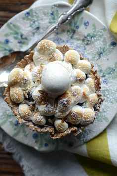 HOLIDAY SM'ORES! Yes, you have to see how simple they are to make! banana coconut waffle s'mores